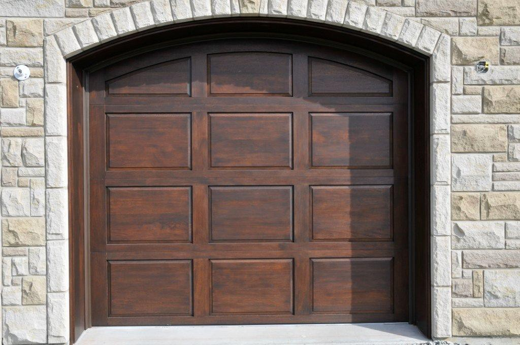 Portes de garage en bois for Diferbat porte garage