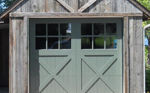 Porte de garage en bois menuiserie de l 39 estrie - Porte d atelier en bois ...