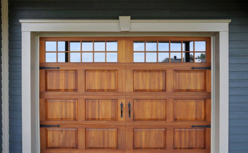 Porte de garage en bois  Menuiserie de lEstrie ~ Isoler Porte Garage Bois