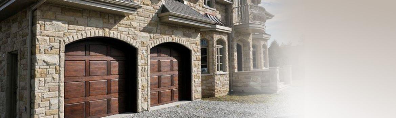 Porte de garage en bois menuiserie de l 39 estrie for Porte bois exterieur garage